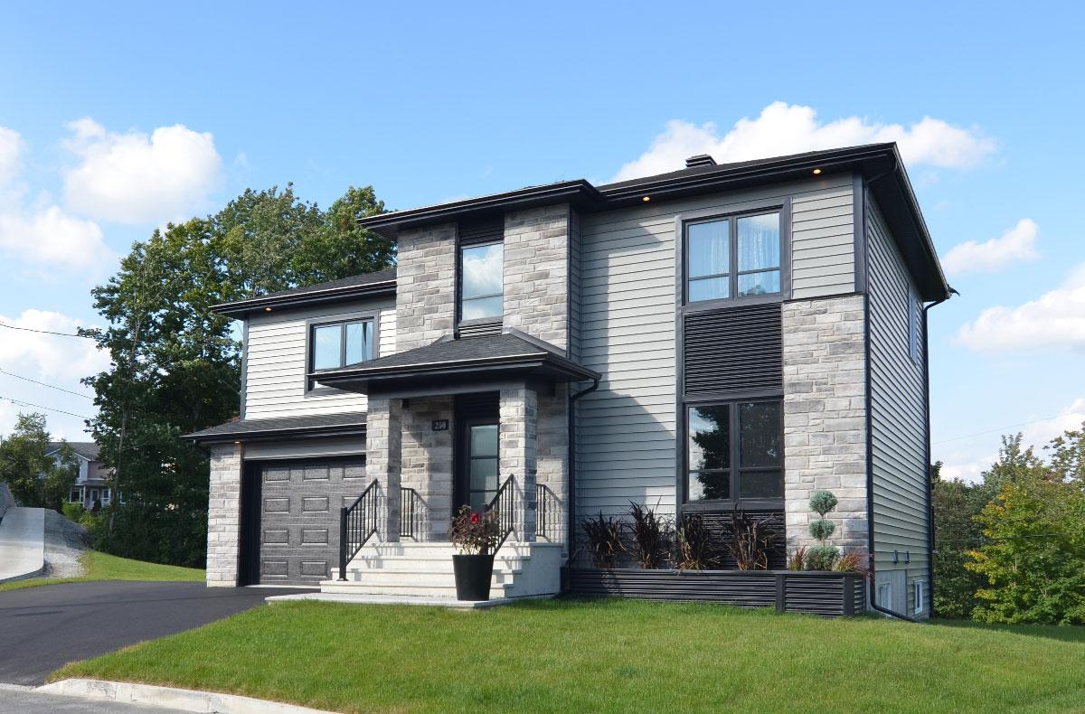 grande maison deux étages avec garage - Actuel